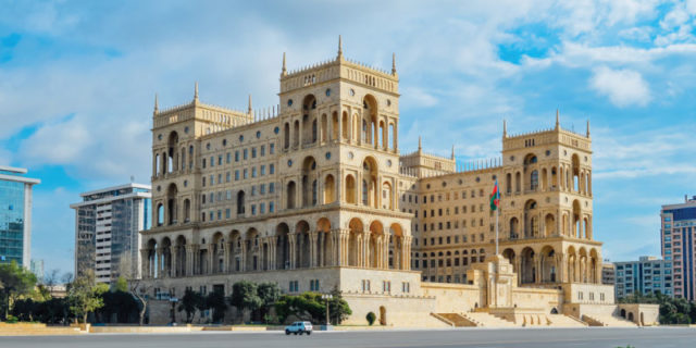Azerbaycan'a kargo